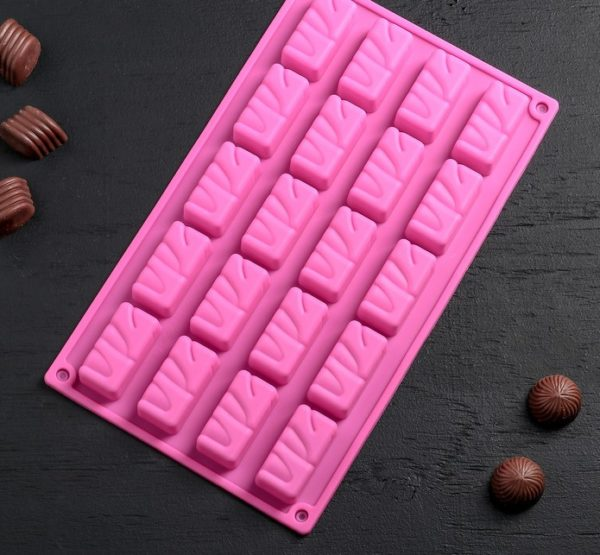 Форма для шоколадных конфет «Сникерсы» 04